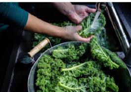 rinse fresh kale