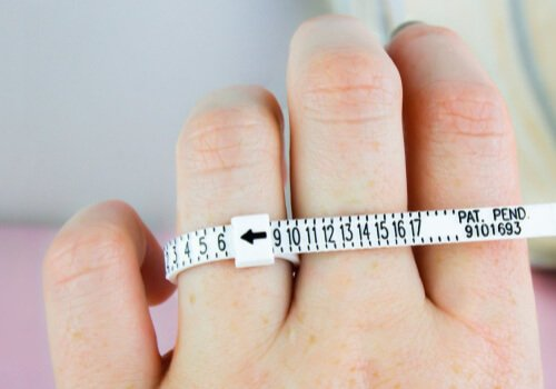 Free Ring sizer on a finger from Brilliant Earth